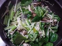 厚切りハムと小松菜の炒め