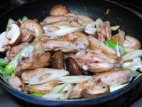 鶏スペアリブの中華炒め