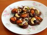 バレンタインに♪簡単ドライフルーツとナッツのチョコレート