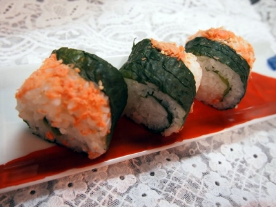 鮭フレークのロール寿司